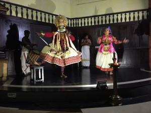 ケーララ州の伝統舞踊カタカリ。