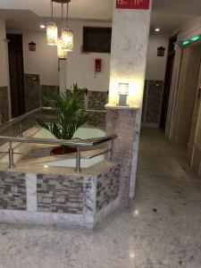 廊下はフル大理石。インドは大理石がお手ごろ価格なので、あちこちにふんだんに使われている。