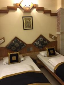 パハール・ガンジのNatraj Yes Pleaseホテルの一室。一室一泊1300ルピー。必要十分にして快適だそう。