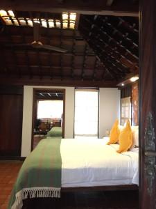 ケーララ州Kumarakom(クマラコム)のリゾートホテル。全室ケーララ伝統様式のコテージ。